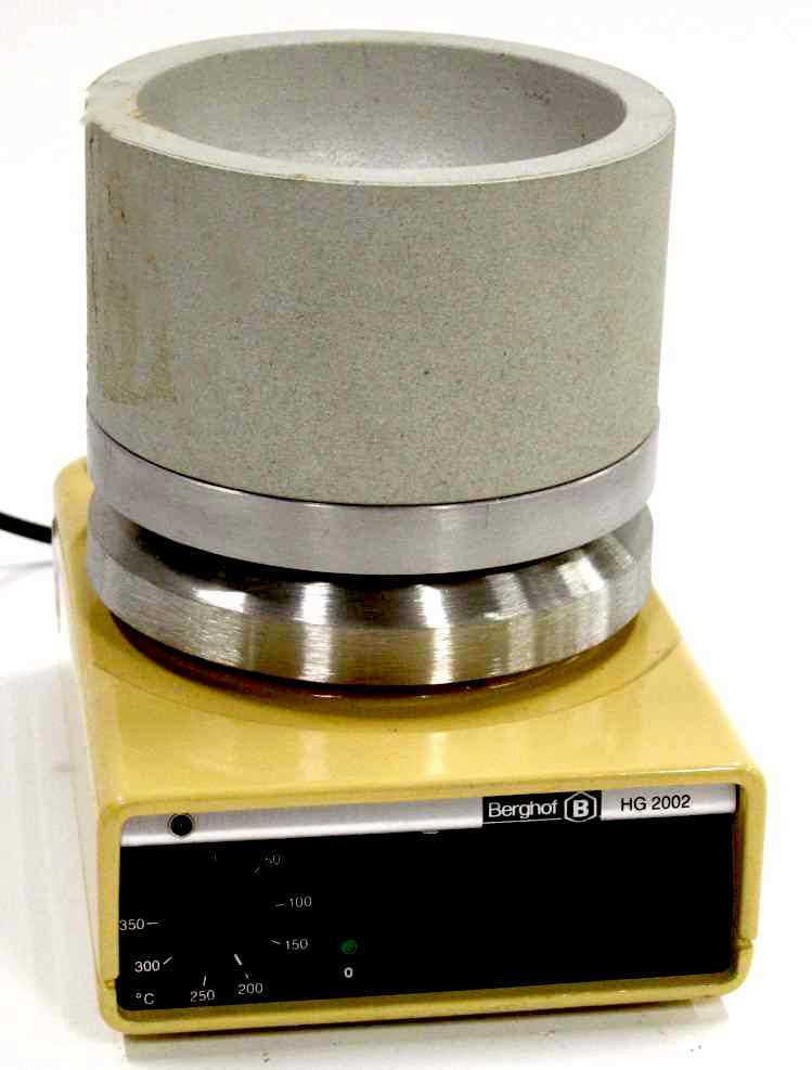 photo of a type of used laboratory heating apparatus sold by hitechtrader.com